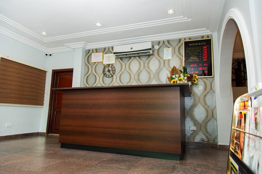 Crystal-Palm-Hotels-reception-2-min
